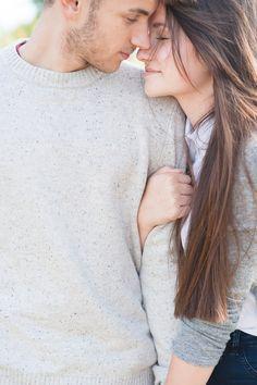 Vanessa und ihr Fredi. Ein so zauberhaftes Paar, dass ich immerzu lächeln muss, wenn ich ihre Bilder ansehe. Ich glaube ich weiß jetzt, wieso es bei dir so einfach ist, ich zu sein. Das ist nicht, weil du mich kennst. Weil du manchmal mehr von mir bist als ich. Das hat damit nichts zu tun. Es gibt einfach …