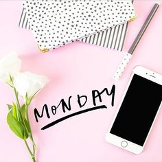 Iloista alkavaa viikkoa 😊 .  .  .  .  #maanatai #uusiviikko #viikko #monday #pink #vaaleanpunainen #boxi #box #hyvinvointi #terveys #kukka #vihko #kynä #planner #kalenteri #puhelin #kaunis #nätti #pastelli #väri #pastellivärit