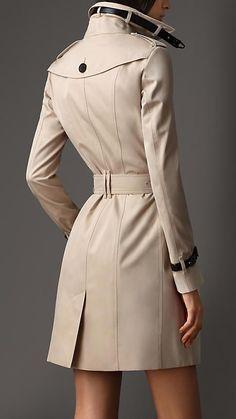 Trench coat longo em gabardine com detalhe em couro | Burberry