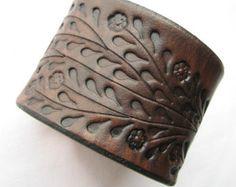 Breit braun Lederarmband - Blütenranke Hand nachgerüstet - Top-Qualität Veg aus gegerbtem Leder
