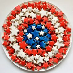 Patriotic cookie platter - Fabulous yet simple to make! (Tip: to frost mini cookies in mass, try a pourable fondant glaze instead of time consuming royal icing) Star Cookies, Iced Cookies, Cut Out Cookies, Royal Icing Cookies, Summer Cookies, Cookie Designs, Holiday Treats, Holiday Cookies, Cookie Recipes