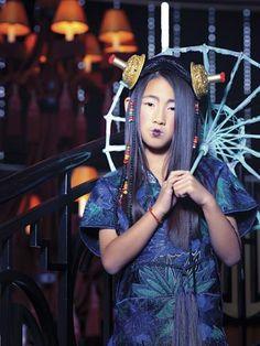 To Asia with love | bbmundo / octubre, 2012 / Foto: Allan Fis / Coordinación de moda: Victoria Papuchi / Maquillaje: Sophie Cruèghe / Peinado: Sonia Mendoza