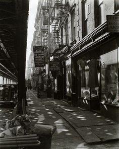 Berenice Abbott - Allen Street, no. 55-57, Manhattan (1937)