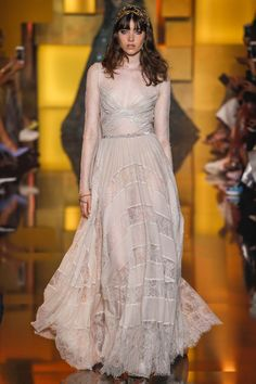 See all the Collection photos from Elie Saab Autumn/Winter 2015 Couture now on British Vogue Elie Saab Couture, Haute Couture Paris, Couture Mode, Haute Couture Dresses, Style Couture, Couture Week, Couture Fashion, Runway Fashion, Fashion Show