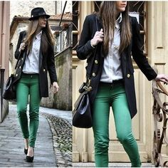 green-skinny-jeans-trench-coat-and-hat-winter-outfit.jpg 300×300 píxeles