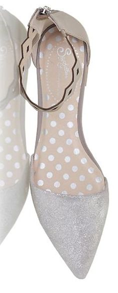 dainty pointed toe flats http://rstyle.me/~42GKz