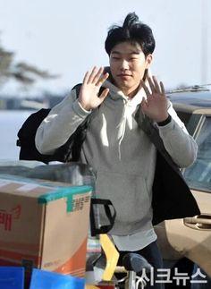 Permalink gambar yang terpasang Ryu Jun Yeol, Kdrama, Snowman, Twitter, Politics, Snowmen