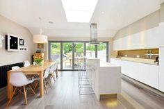 Table cuisine bois & chaises blanches