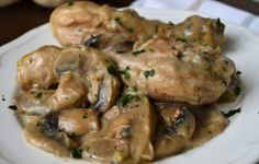 Chicken legs with WW mushroom sauce, recipe for a tasty light dish of chicken topped with a creamy mushroom sauce, easy to make Source Grilled Chicken Recipes, Tofu Recipes, Healthy Recipes, Plats Weight Watchers, Confort Food, Chicken Parmigiana, Creamy Mushroom Sauce, Italian Soup, Italy Food