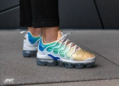 Nike // Nike Wmns Air Vapormax Plus (White / White - Light Menta - Tangerine Tint) Nike Huarache, Nike Wmns, Sneakers For Sale, Air Max Sneakers, Sneakers Nike, Nike Slides, Milan Fashion Weeks, New York Fashion, Runway Fashion