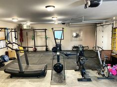 All the toys from the comfort of your home. garage gym in 20 Home Gym Garage, Diy Home Gym, Gym Room At Home, Home Gym Decor, Basement House, Best Home Gym, Garage Loft, Garage Studio, Diy Garage