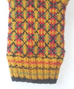 Saarde mitten pattern from Eesti Labakindad, knit by Catherine Huang Knitting Stitches, Hand Knitting, Mittens Pattern, Wool Socks, Mitten Gloves, Space Images, Texture, Knitting Projects, Crochet