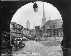 Arc de la Basse Vieille tour et vue sur la place à Rouen, Noël Le Boyer