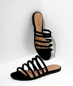 40 Women's Mule Sandals To Rock This Year - New Shoes Styles & Design Shoes Flats Sandals, Sandals Outfit, Leather Sandals, Shoe Boots, Heels, Strappy Sandals, Flat Sandals, Flat Shoes, Ugg Boots