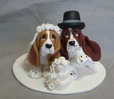 Wedding cake topper of Basset Hounds! I think we have found the perfect topper....haha but I do love it.