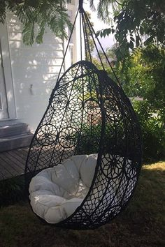 Hang the float chair under the verandah, beneath a tree, or even inside! It comes with a sumptuous cotton-filled cushion. Pure relaxation ...   These chairs are made from po