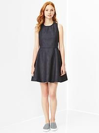 1969 zip-back denim dress. Snag substantial discounts up to 40% Off at Gap using Discount & Voucher Codes.