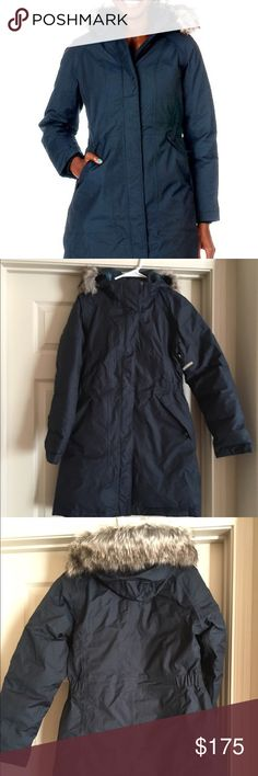 The north face Arctic parka jacket navy SZ M THE NORTH FACE  Women's Arctic Parka  Long sleeves  Faux fur lining on hood  Long cut jacket  Full zipper and snap closure  Front zip pockets  Insulated for ultimate warmth and comfort. Brand new with partial department store tag. authentic from Nordstrom. Size medium The North Face Jackets & Coats