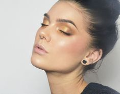 Linda Hallberg (7 feb) Todays look - Golden Glamour