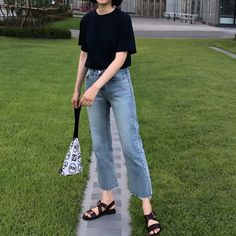 How To Wear Casual Outfits Simple Shoes Ideas Korean Fashion Trends, Korean Street Fashion, Asian Fashion, Look Fashion, Trendy Fashion, Girl Fashion, Fashion Outfits, Fashion Ideas, Simple Outfits