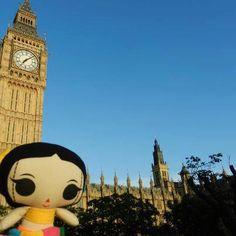 """María conociendo el asombroso """"Big Ben"""" en Londres.  #ArtesaniasMexicanas #kawaii #MariasINC  #Londres #BigBen"""