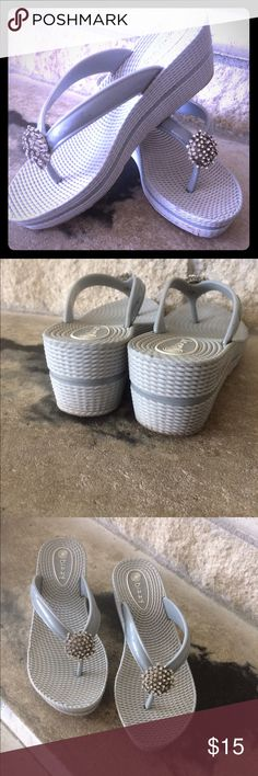 🌈Dizzy StarStone Chunk Sandals🌈 Cute for everyday. Heather gray with silver rhinestone embellishments. All river synthetic uppers. Man made chunky sole. Also available in white!! dizzy Shoes Sandals
