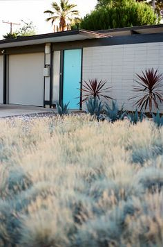 Eichler Homes Orange California is part of Mid century modern exterior Spent an afternoon shooting some pictures of some of my favorite Eichler homes in Orange Most of these homes can be found in - Modern Door, Modern Exterior, Exterior Colors, Exterior Paint, Exterior Design, Mid-century Modern, Grey Exterior, Grey Siding, Modern Houses