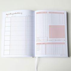 Unser neuer Kalender der Jo&Judy Kollektion ist von vorne bis hinten auf den täglichen Arbeitsalltag abgestimmt. Wir haben uns ein perfektes Workbook zusammengestellt, mit einem Planer für deine täglichen Termine und ToDos, der Verwaltung deiner Überstunden, Projekte, Kontakte und Finanzen und zahlreichen Notizseiten. Ein Kalender und Notizbuch in einem! Dieses Workbook bietet dir genug Platz für all deine Ideen, Skizzen und Notizen und ist somit dein perfekter Begleiter für jeden Tag. ...