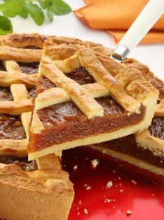 Quince Pie -- my grandmother made this. The Argentines call it pasta frola. Greek Sweets, Greek Desserts, Greek Recipes, Desert Recipes, Pasta Flora Recipe, Vet Cake, Vasilopita Recipe, Argentina Food, Savory Herb