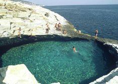 Giola Lagoon - Localizada na ilha de Thassos, na Grécia, trata-se de uma belíssima lagoa natural de águas mornas, tal qual uma piscina esculpida nas rochas.