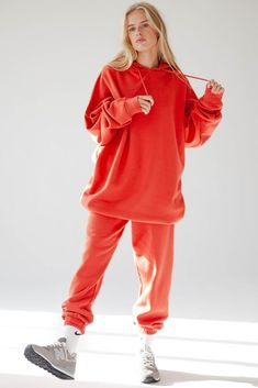 Red fleece Jogging set for women. Trendy oversize hoodie and a comfortable fleece joggers. Stylish comfortable women's wear to enjoy a day at home. 🍍Shop the style online 🍍 Laid Back Style, Fleece Joggers, Hoodies, Sweatshirts, Jogging, Lounge Wear, Rain Jacket, Women Wear, Graphic Sweatshirt
