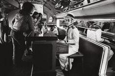 Elton John at the piano bar aboard his private plane - 1976 These 60 Rare Photos Will Destroy Everything You Knew About The Past. Piano Bar, Rare Images, Rare Photos, Old Photos, Iconic Photos, Amazing Photos, Private Plane, Private Jet, History Photos