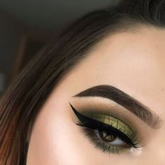Green eyeshadow: green shadow with winged liner and bold brows. Love this green makeup for green eyes.
