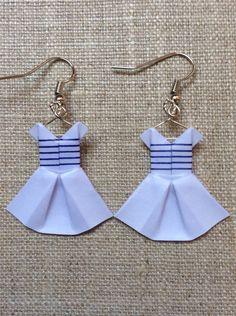 Boucles d'oreille robes marinières bleues et blanches en origami