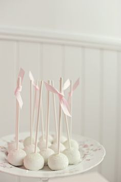White Cake Pops ( Use for clouds, different size stems close together. Like the paintbrushes on Bugs bday.)