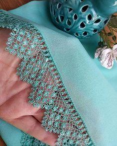 Ürün 👉 @fidanin_igne_oyalari . . . #igneoyasi #igneoyalari #dantel #ceyiz #ceyizhazirligi #gelin #havlukenari #gelinlik #oyapazari… Crochet Baby Bibs, Saree Tassels, Point Lace, Crochet Borders, Needle Lace, Fiber Art, Fabric Crafts, Blouse Designs, Faux Fur
