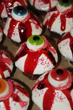 halloween cupcakes...pass these on to Tami:)