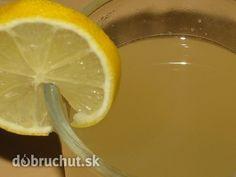 Fotorecept: Zázvorový čaj -  Pripravíme si suroviny..  Odrežeme asi 2 cm dlhý kúsok zázvoru a nastrúhame ho na jemnom strúhadle..  Nasypeme...
