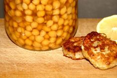 Ingrédients pour 4 personnes : 200 g de pois chiche à réhydrater la veille. 1 grosse pomme de terre (200g) 1 oignon blanc. 1 pincée de piment rouge, sel. 1 cc de piment de la jamaïque (qui est une épice et pas du piment). Un peu de farine, 1 oeuf. Huile... Chana Masala, Beans, Vegetables, Cooking, Ethnic Recipes, Beignets, Food, Armenian Recipes, Lebanese Cuisine