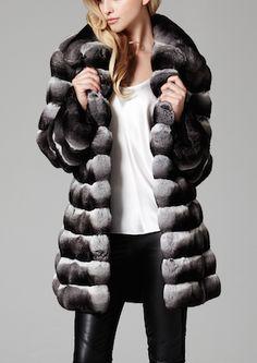 This Chinchilla jacket is an amazing style of Lilly e Violetta #fashion #fur #chinchilla #luxury #lillyevioletta @lillyevioletta1