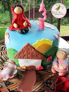 Bolo Decorado - Aniversário de Chapeuzinho Vermelho by Petit Pois Atellier de Doces, via Flickr