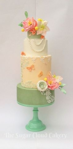 So beautiful! Vintage themed wedding cake with butterflies, pearls, and flowers #wedding #vintage #weddingcake #cake #pearls