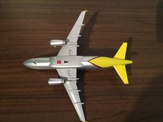 German Airline company Germanwings Airbus 319-100 Old livery Silver colour,Model aeroplane 1,200 scale from Limox,Made from plasticReg no D-AGWR,Removable gears for on the ground look or remove them for inflight mode,Plane measurements are Length 17cm,Width wing tip to wing tip 17cm