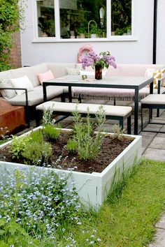 A simple way to create a raised bed planter with step by step instructions and images to help you create something beautiful for your garden! Outdoor Planters, Diy Planters, Outdoor Decor, Raised Planter Beds, Raised Beds, Garden Beds, Home And Garden, Green Bin