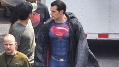 Batman v Superman: Dawn of Justice - nuova foto dal set con Superman e rumor su Flash