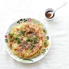 冷蔵庫にある定番食材でもう一品。スパニッシュオムレツのレシピ毎週更新している「料理家さんの定番レシピ」。本日は、卵をメインに冷蔵庫にある材料でできるスパニッシュオムレツのレシピです。厚めにカットした、