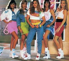+ Ideas for Nostalgic Outfits That You Can Wear Today - - female high school students, dressed in vintage clothes, baggy jeans and mini skirts in neon colors, fashion pictures, cropped tops and retro sneakers Source by Retro Mode, Mode Vintage, Retro Vintage, Style Retro, My Style, Curvy Style, 80s Party Outfits, 90s Theme Party Outfit, 80s Party Costumes