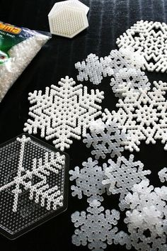 DIY snowflake decoration and ornamento for christmas tree #christmas #christmasdecoration Fiocco di Neve fai da te per decorare la casa l'albero di natale ITA