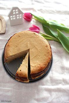 Lekki brzusio.: Lekki sernik kawowy na owsianym spodzie Hummus, Camembert Cheese, Pie, Sweets, Cookies, Ethnic Recipes, Parties, Food, Interior