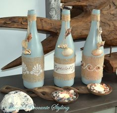 Flessen in Ibiza Beach stijl Wine Bottle Art, Wine Bottle Crafts, Mason Jar Crafts, Sea Crafts, Seashell Crafts, Diy And Crafts, Ibiza, Yarn Bottles, Cadeau Parents